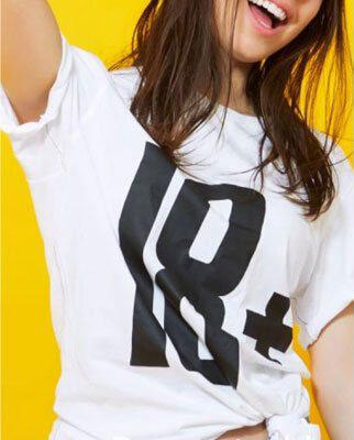 Biała koszulka z czarnym napisem 18+